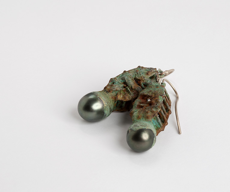 earrings, 2013 : tahitian pearls, patinated iron, gold