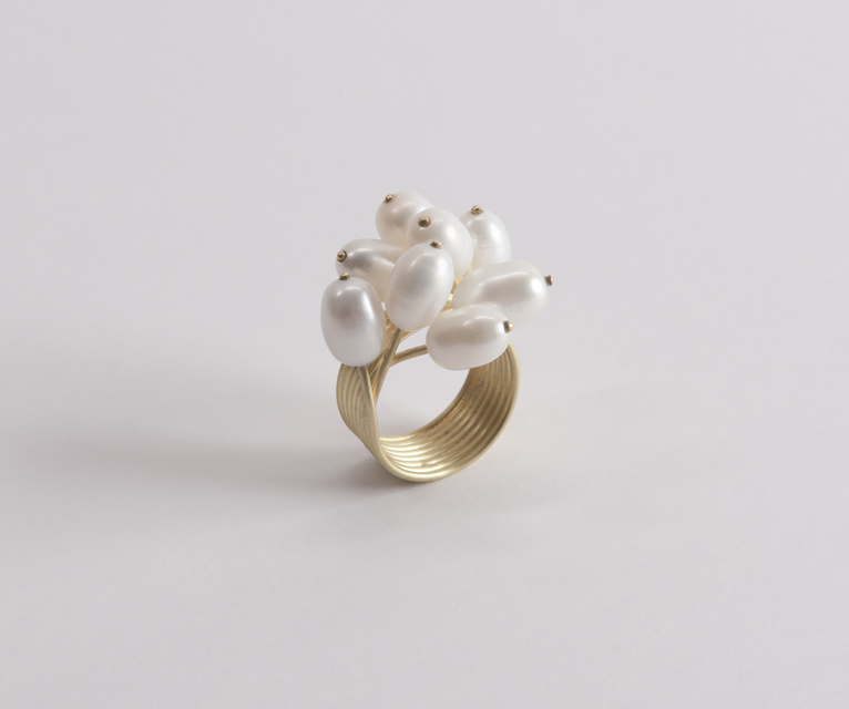 ring : gold, pearl - 2017