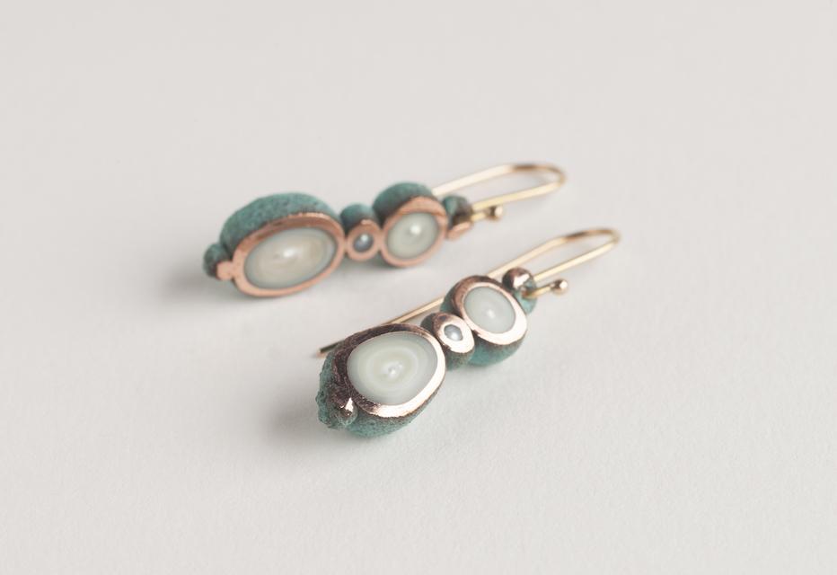 earrings : oxidized copper, gold, pearl - 2017