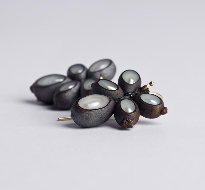 earrings : oxidized copper, gold, pearl - 2019